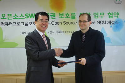 Mr Koo and Dr Michlmayr signing MOU